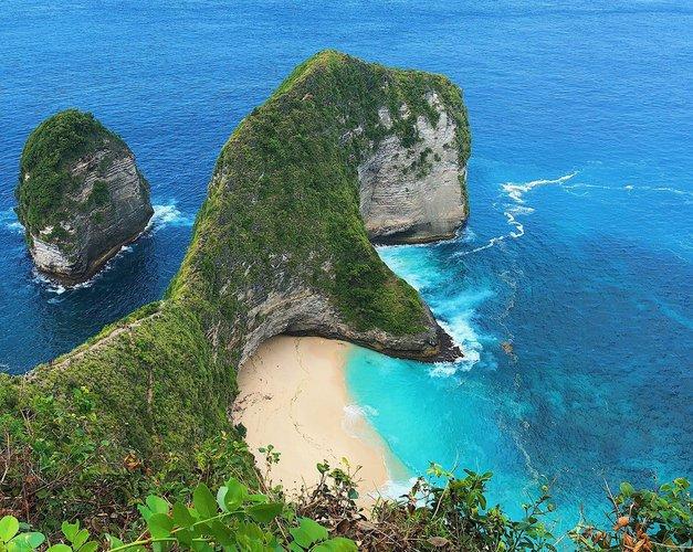 Discover Bali surroundings on this Catamaran Jakarta boat