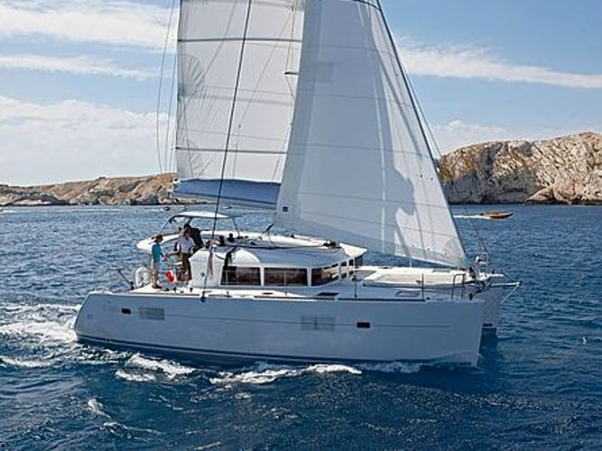 Enjoy luxury and comfort on this Lagoon Lagoon 400 in Ibiza
