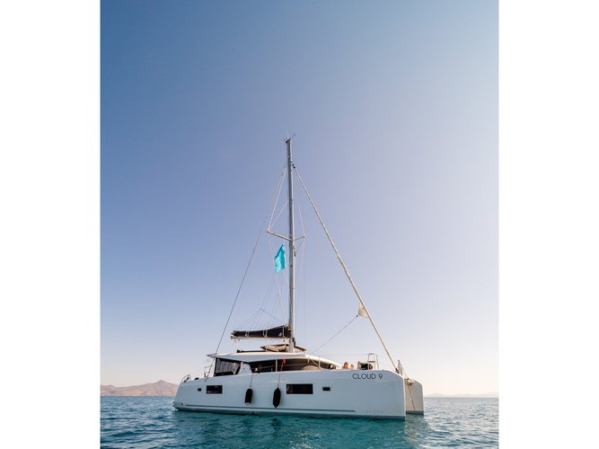 Take this Lagoon Lagoon 42 12 pax for a spin!