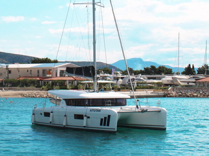 This sailboat charter is perfect to enjoy Seget Donji