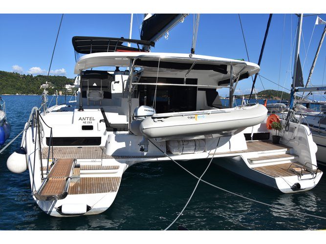 Beautiful Lagoon Lagoon 42 (AC, Gen, Watermaker) ideal for sailing and fun in the sun!