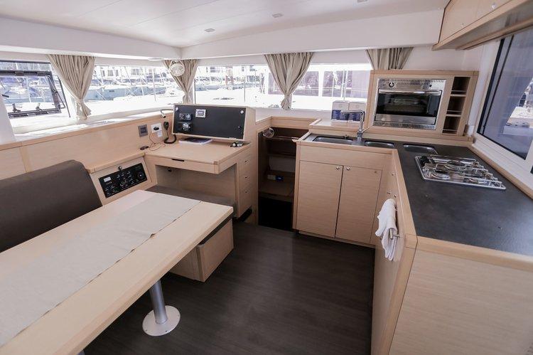 Discover Split region surroundings on this Lagoon 400 S2 Lagoon-Bénéteau boat