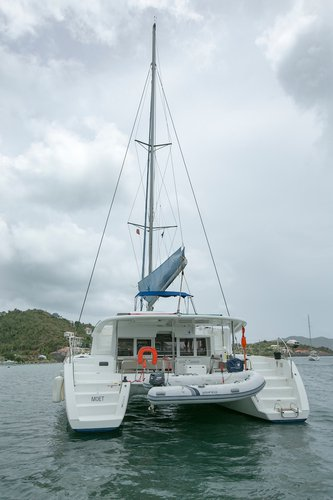 Sail the beautiful waters of British Virgin Islands on this cozy Lagoon-Bénéteau Lagoon 450 F