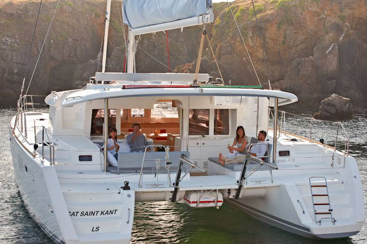 This 45.0' Lagoon-Bénéteau cand take up to 8 passengers around Cyclades
