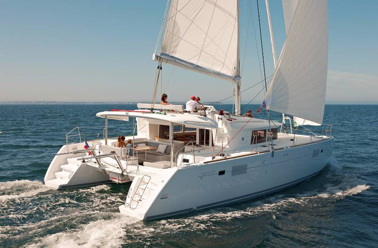 Discover Cyclades surroundings on this Lagoon 450 F Lagoon-Bénéteau boat