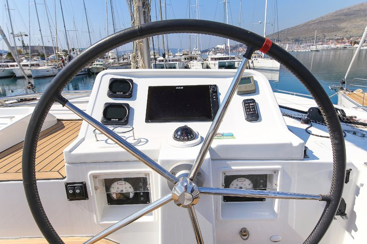 This 45.0' Lagoon-Bénéteau cand take up to 10 passengers around Zadar region