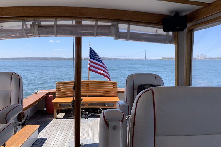 Discover New York surroundings on this Duffy 34 Atlantic boat