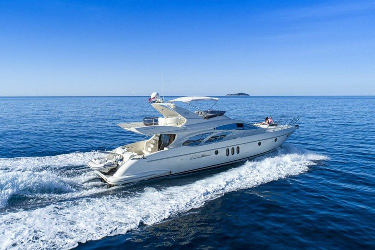 This 62.0' Azimut cand take up to 12 passengers around West Palm Beach