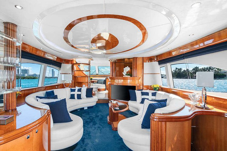 Discover Miami Beach surroundings on this A70 Azimut boat