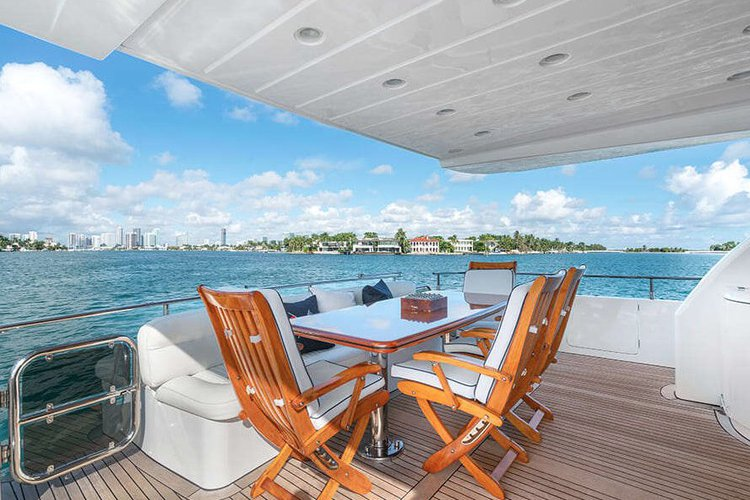 Boating is fun with a Azimut in Miami Beach