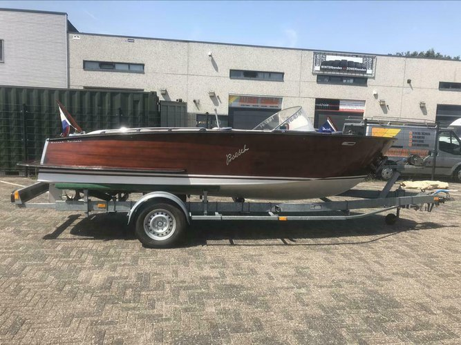 Authentic Boesch 510 speed boat for rent