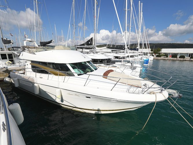 Take this Jeanneau Jeanneau Prestige 46 Fly for a spin!