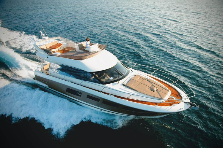 Hop aboard this amazing motorboat rental in New York