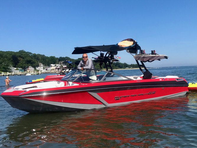 This 23.0' Super Air Nautique cand take up to 6 passengers around Sag Harbor