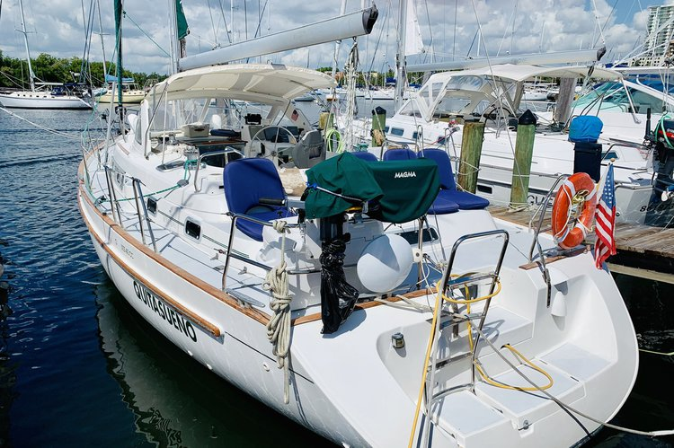 This 40.0' Beneteau cand take up to 6 passengers around Miami
