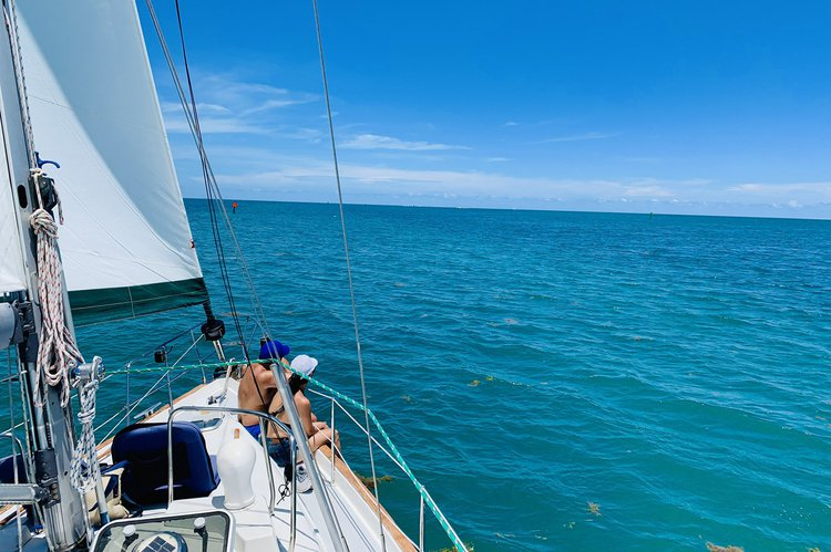 Discover Miami surroundings on this Oceanis 40 CC Beneteau boat