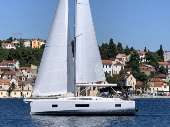 This sailboat charter is perfect to enjoy Rogoznica