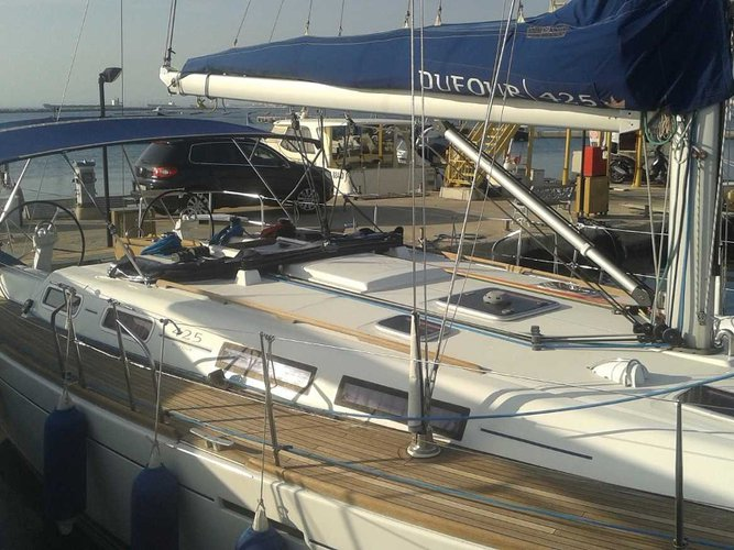 Charter this amazing Dufour Yachts Dufour 425 GL in Taranto, IT