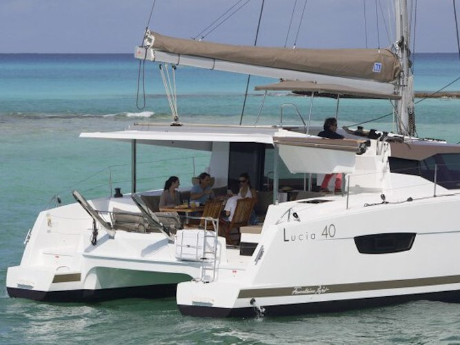 This sailboat charter is perfect to enjoy Primošten