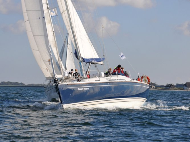 Charter this amazing Hanse Yachts Hanse 370 in Altefähr, DE
