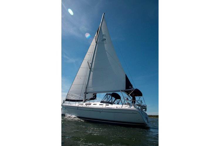 Discover Sag Harbor surroundings on this 38 Hunter boat