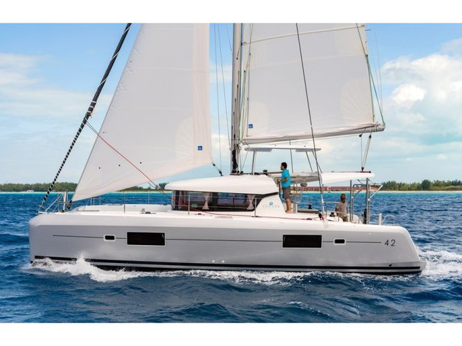 This sailboat charter is perfect to enjoy Cagliari
