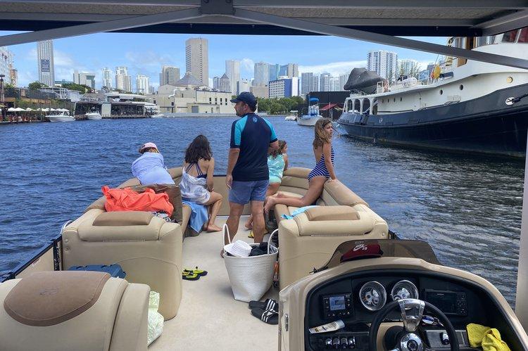 Pontoon boat rental in Mondrian, FL