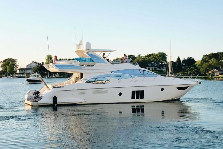 Discover Sag Harbor surroundings on this 60′ Flybridge Azimut boat