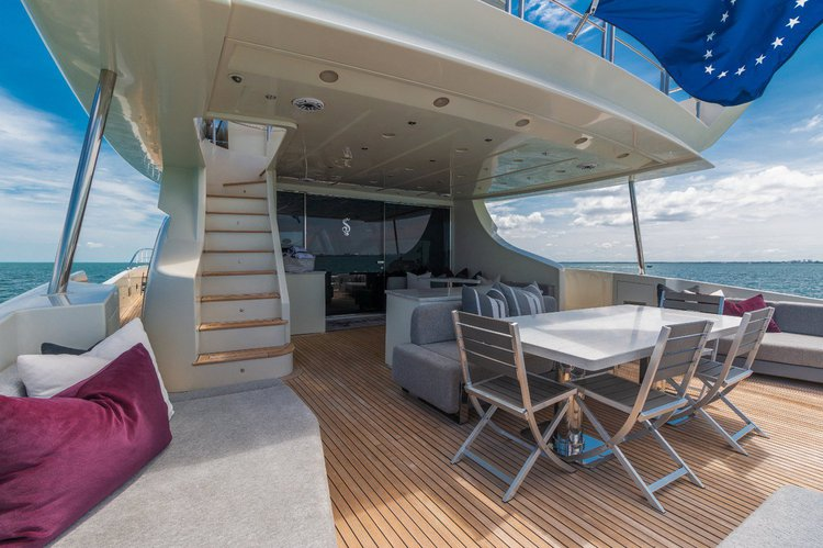 Up to 7 persons can enjoy a ride on this Mega yacht boat