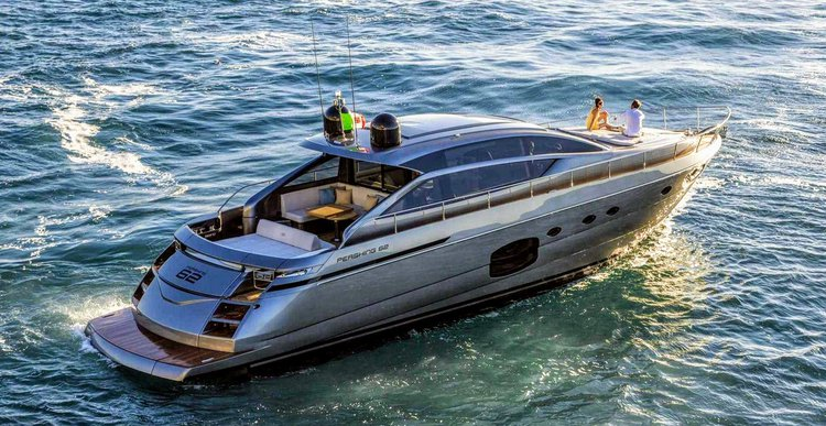 This motor yacht charter is perfect to enjoy New York
