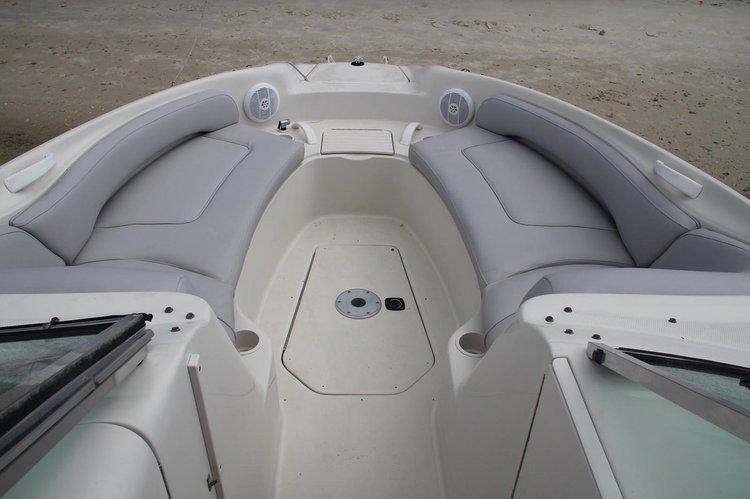 Bow rider boat rental in 250 nw north river drive miami florida 33128, FL
