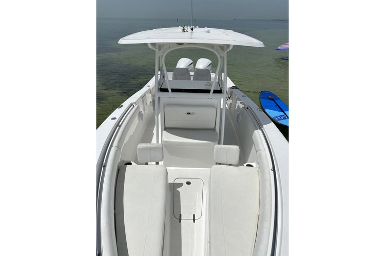 Discover Key Biscayne surroundings on this Gamefish 29 Sea Hunt boat