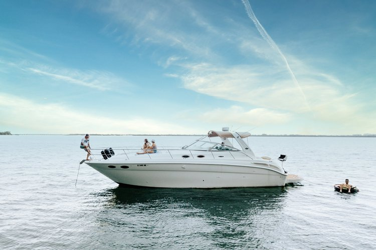 Cruise the Miami Waterways on this Beautiful Sea Ray Sundancer!