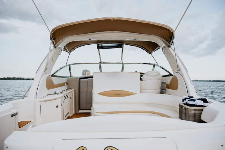 Up to 8 persons can enjoy a ride on this Sea Ray boat