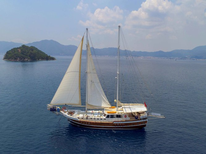 This sailboat charter is perfect to enjoy Marmaris