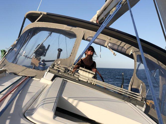 Discover Lisboa surroundings on this Oceanis 37 Beneteau boat