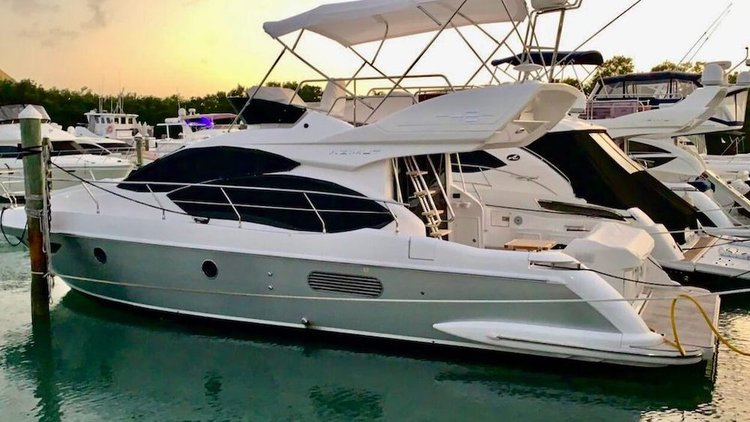 This 42.0' Azimut cand take up to 13 passengers around Key Biscayne