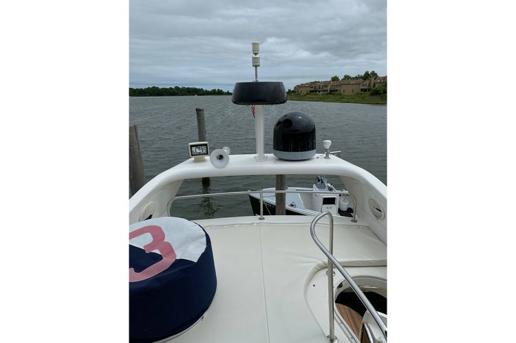 Discover Sag Harbor surroundings on this 42 Azimut boat