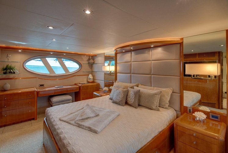 Discover West Palm Beach surroundings on this 84 Lazzara boat