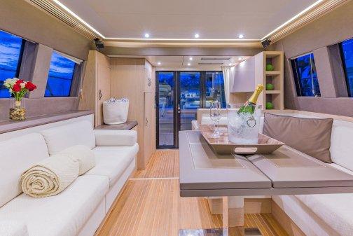 Flybridge boat rental in MBM - Miami Beach Marina,