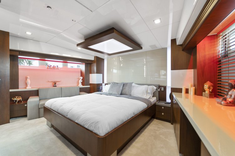 Discover Miami Beach surroundings on this 90 Peer Gynt boat