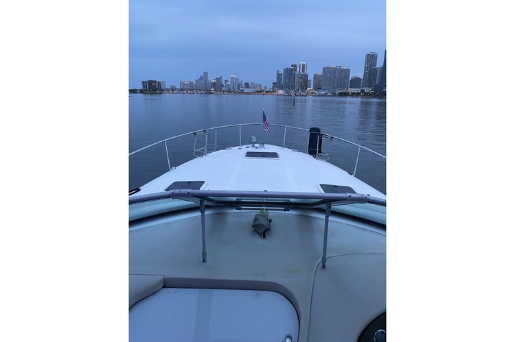 Discover Miami surroundings on this 36 SUNDANCER SEA RAY boat