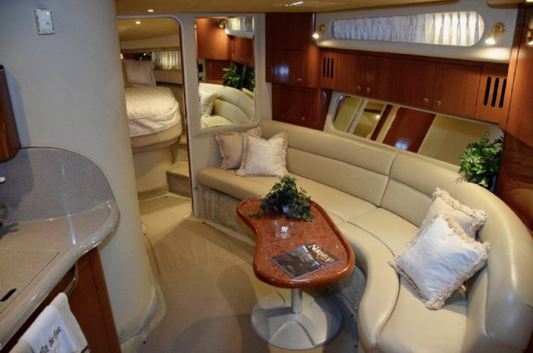 This 45.0' SeaRay cand take up to 13 passengers around Miami