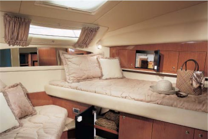 Discover North Miami Beach surroundings on this 390  Sports Motor Yacht Sea Ray boat