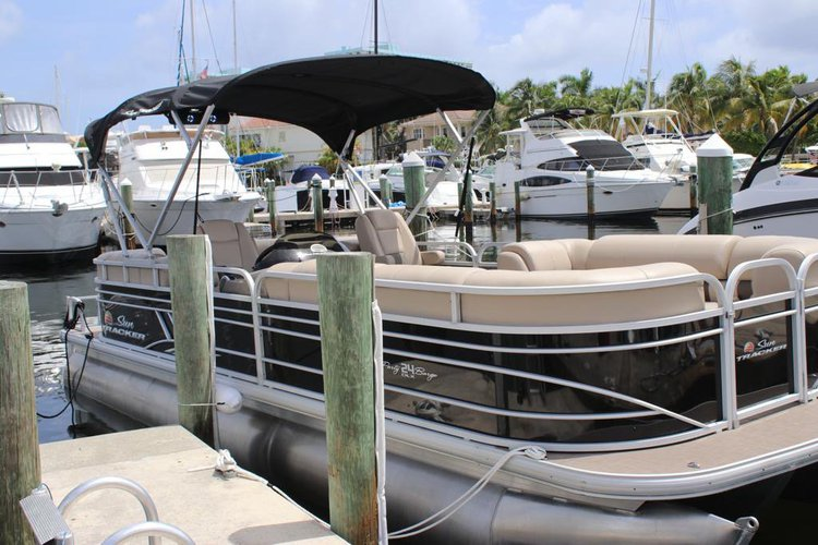 Pontoon boat for rent in Hollywood