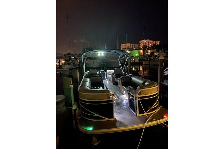 Pontoon boat rental in Hollywood Marina, FL