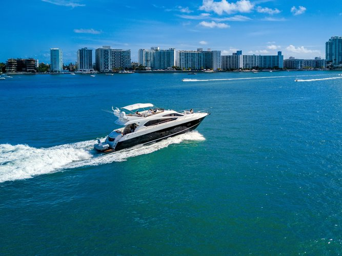 This 70.0' Sunseeker Manhattan cand take up to 8 passengers around Miami Beach