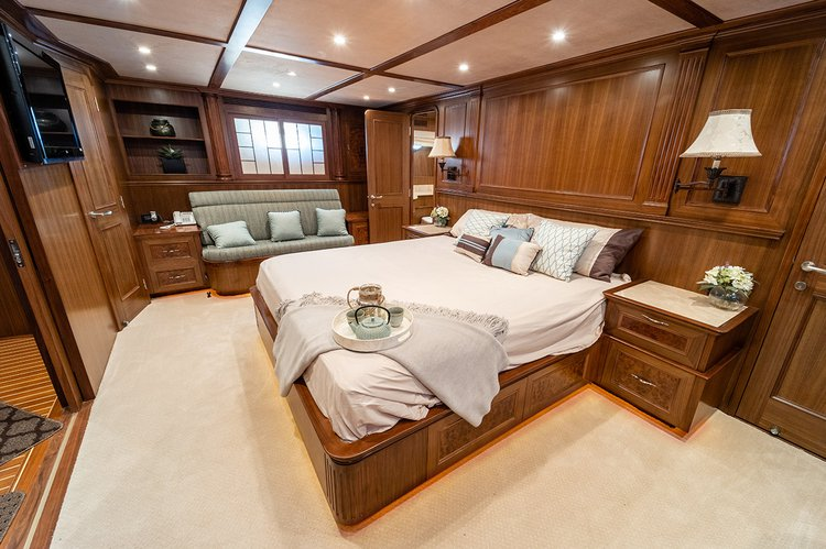 Mega yacht boat for rent in Long Beach