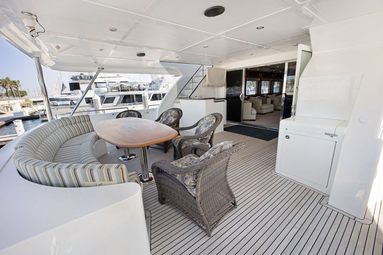 Discover Long Beach surroundings on this Custom Transworld boat