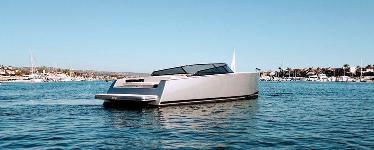 Discover New York  in style boating on this amazing 55'yacht rental